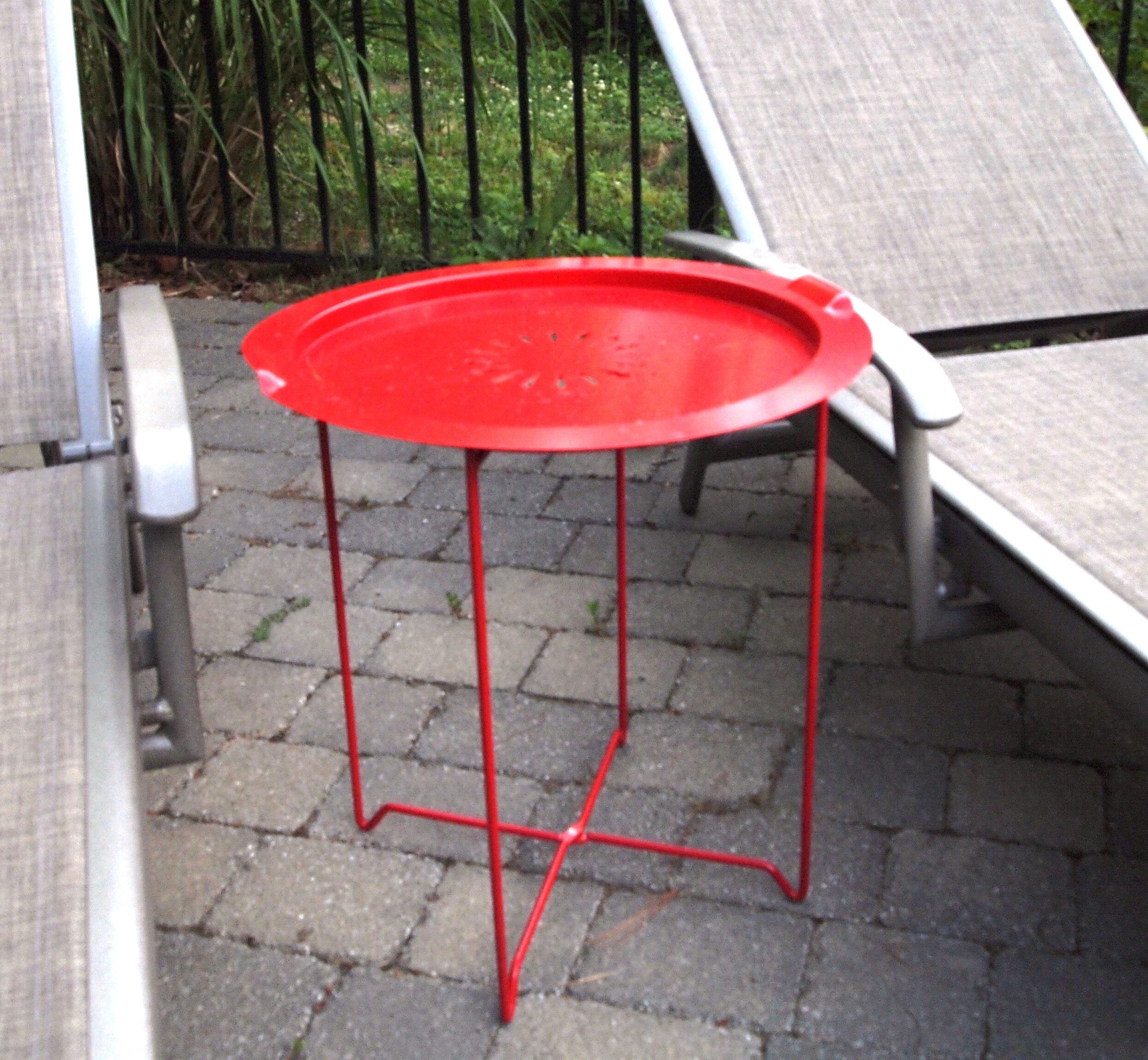 bargain buy umbra outdoor accent table